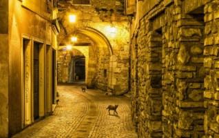 Impressione di un calle di notte di Guido Valdata (Milano)