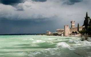 Sirmione in tempesta di Niccolò Gilioli (Desenzano del Garda, BS)